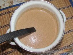 Гречневые блины с грибами: В сыворотку вбейте яйца, присолите, добавьте сахар. Все взбейте. Добавьте муку и соду. Размешайте, чтобы не было комков. Тесто для блинов, в отличие от теста для оладий, можно взбивать миксером. В конце добавьте 3 ст. ложки растительного масла и еще раз размешайте.