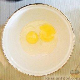 Медово-коричная выпечка: Дрожжи развести в буквально 1 ч.л. теплой воды с 0,5 ч.л. сахара.