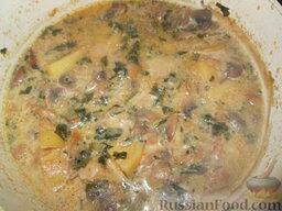Суп-пюре из шампиньонов и картофеля: Добавить молоко и поварить еще 10 минут.