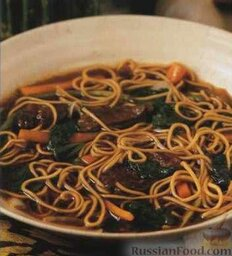 Тайский суп с лапшой и говядиной