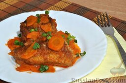 Хек в томате: Очень вкусный хек в томате готов! Выкладываем его кусочки на тарелки и подаем к столу.  Приятного аппетита!