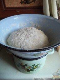Пирожки с повидлом: Поставить тесто на паровую  баню (налить в кастрюлю горячую воду около 60 градусов). Миску накрыть чистым полотенцем. Оставить тесто на 50-60 минут.