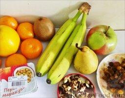 """Фруктовый салат """"Ананас"""": Подготовить все необходимые продукты для салата.   Нож необходимо периодически натирать лимоном, чтобы фрукты не темнели."""