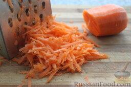 Сливочный суп с форелью или семгой: Морковь почистить и натереть на терке.