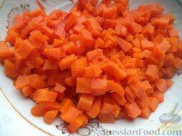 """Салат """"Русский"""": Морковь сварить, остудить, очистить, нарезать кубиками."""
