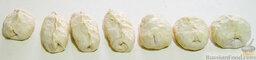 Хачапури по-краснодарски: Сплюснуть ладошкой эти торцы в лепешку. Вот так это будет выглядеть.