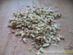 """Салат """"Гранатовый браслет"""" с копченой курицей: Орехи раздавить скалкой."""