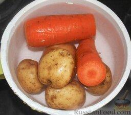 """Салат """"Гранатовый браслет"""": Картофель и морковь отварить."""