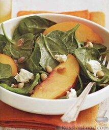 Салат из шпината, фруктов и сыра