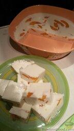 Творожный десерт (очень легкий): Как застынет, можно нарезать или переложить на тарелку (дно немного опустить в теплую воду).