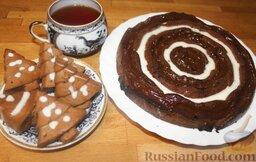 Шоколадный пирог: Подать шоколадный пирог гостям, к чаю или кофе. Ваши гости обязательно запишут этот рецепт пирога.  Приятного аппетита!