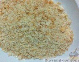 Спагетти, запеченные с тунцом: Ломтики хлеба измельчите до образования крошек.