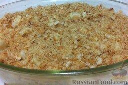 Спагетти, запеченные с тунцом: Посыпьте спагетти хлебными крошками. Поставьте в разогретую до 220°С духовку на 15-20 минут.
