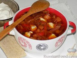Борщ с курицей (в мультиварке): Очень вкусно добавить в ароматный горячий борщ пару ложечек сметаны.
