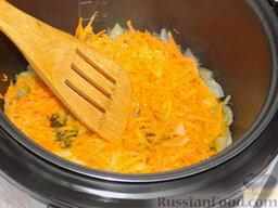 Борщ с курицей (в мультиварке): На пятой минуте закинем к луку морковь.