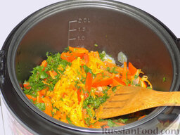 Борщ с курицей (в мультиварке): Они тоже отправляются к овощам в чашу мультиварки. Все овощи пассеруются.
