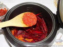 Борщ с курицей (в мультиварке): К ним добавляется томатная паста. У нас в рецепте была использована домашнего приготовления, но отлично подойдёт и купленная в магазине.