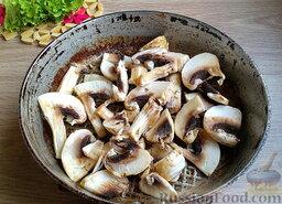 Мясной салат с грибами и гранатом: Отдельно обжарить шампиньоны (также до желаемой степени готовности).