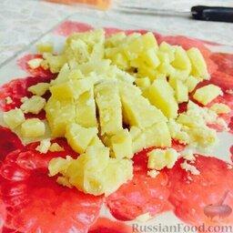 Винегрет: Картофель нарезать кубиками.