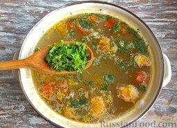 Суп из консервированной сардины, с помидорами: Закинуть свежую измельчённую петрушку и укроп. В зимний период подойдёт замороженная зелень.