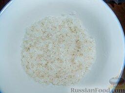 Роллы с мидиями и авокадо: Первым делом хорошо промыть рис для суши. Промывать под холодной проточной водой до тех пор, пока вода не будет прозрачной.  Можно использовать любой другой рис, но он варится немного дольше.