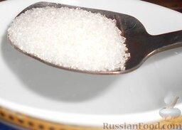 Роллы с мидиями и авокадо: Тем временем приготовить заправку для риса. Смешать рисовый уксус и сахар.
