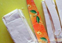 Роллы с мидиями и авокадо: Нарезать сливочный плавленый сыр. Можно взять любой плавленный сыр.