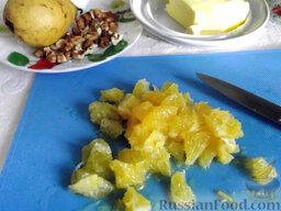 Фруктовый салат: Апельсиновую мякоть разрежьте на кусочки.