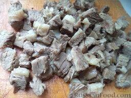 """Салат """"Гранатовый браслет"""" с говядиной: Говядину нарезать кубиками."""