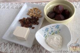 Салат со свеклой и изюмом: Подготавливаем компоненты, необходимые для изготовления салата на скорую руку. Свеклу отвариваем заранее или приобретаем в супермаркете готовую вареную свеклу.