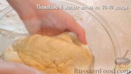 Пиде с сыром и яйцом: Смазать растительным маслом посуду и выложить туда тесто. Поставить в теплое место тесто на 30-40 минут.
