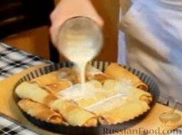 Блинчики с курицей карри в сливочном соусе: Заливаем блины оставшимися сливками.