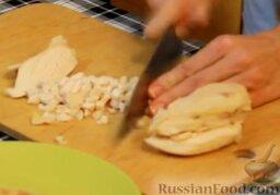 Блинчики с курицей карри в сливочном соусе: Готовим начинку. Курицу мелко режем.