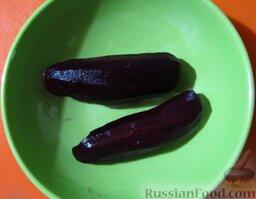 Салат из свеклы и соленых огурчиков, с чесноком: Варенную свеклу почистите.