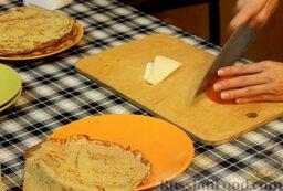 Диетические овсяные блинчики без глютена: Мягкий сыр и помидоры нарезаем произвольно - кубиками, пластинками, как вам больше нравится.