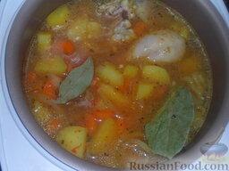 Тушеная картошка с курицей и фасолью (в мультиварке): Залить все 2 стаканами воды, установить режим