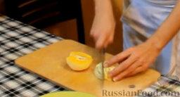 """Блинчики """"Креп Сюзетт"""" (домашний вариант): Готовим соус. Снимаем с одного апельсина цедру, сам апельсин нарезаем произвольными кусочками."""