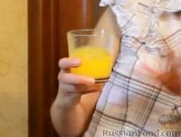 """Блинчики """"Креп Сюзетт"""" (домашний вариант): Из второго апельсина выжимаем сок."""