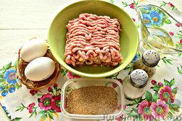 Шницель из мясного фарша: Подготавливаем заявленные ингредиенты для шницеля из смешанного фарша.