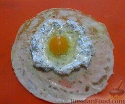 """""""Ленивые"""" хачапури: Вылейте в углубление яйцо."""