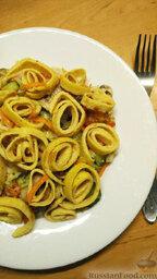 Овощной салат с яичными блинчиками: Приятного аппетита!
