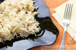 Салат с курицей, ананасами, капустой и сельдереем: Готовый салат с курицей и ананасами. Приятного аппетита!