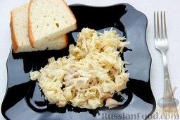Салат с курицей, ананасами, капустой и сельдереем: Подаем салат с курицей и ананасами как второе блюдо.