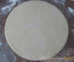 Творожное печенье с яблоками: Вырежьте круг.