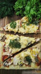Пицца из слоеного теста, с курицей и грибами