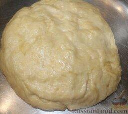 """Пицца """"Воскресная"""" из отварной свинины и помидоров: Как приготовить пиццу со свининой и помидорами:    Готовим дрожжевое тесто: дрожжи растворяем в теплом молоке, разбиваем яйцо, размешиваем, добавляем растопленный, остывший маргарин, сахар, соль. Все перемешиваем. Добавляем муку и замешиваем тесто. Ставим тесто в теплое место на 2 часа."""