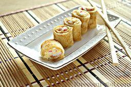 Роллы из блинчиков с крабовыми палочками: Роллы из блинчиков готовы. Приятного аппетита.