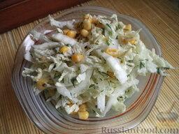 Салат с кукурузой: Салат с кукурузой и пекинской капустой можно подавать. Приятного аппетита!