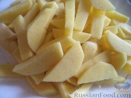 Борщ зеленый: Как приготовить зеленый борщ:  Картофель очистить, вымыть, нарезать ломтиками.
