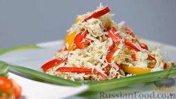 Капустный салат с перцем и орехами: Салат капустный с перцем и орехами готов. Выкладываем салат на тарелку, Украшаем салат из капусты половинкой желтого сладкого перца. Наслаждайтесь!